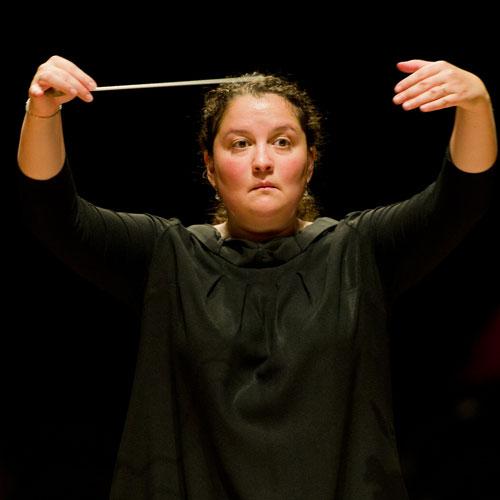 Zahia ZIOUANI, chef d'orchestre : « La répartition équilibrée entre les responsabilités données aux femmes et aux hommes contribuent à consolider une structure saine et riche ».