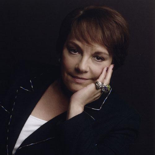 Françoise MONTENAY, Présidente du Conseil de surveillance du groupe Chanel : « Parce que la beauté n'est pas futile mais aide à vivre mieux, mon engagement »